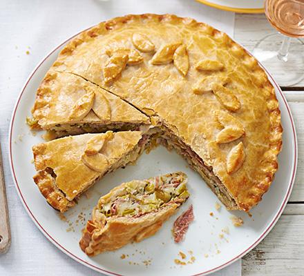 Creamy leek, potato and ham pie