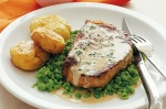 Sirloin steak with creamy tarragon sauce and crisp potatoes