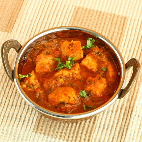 Fried fish and tomato curry